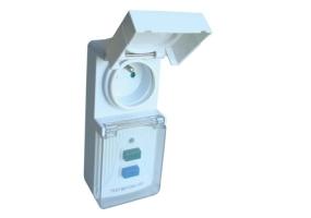 Tracon Áram-védőkapcsolós adapter, csapos védőérintkezővel 16A, 30mA, 6kA, IP44, A / AC, E2 TFGA-4F